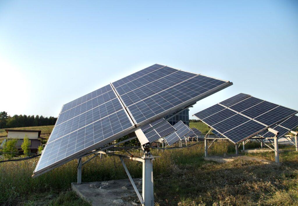 Dlaczego warto zdecydować się na panele słoneczne?